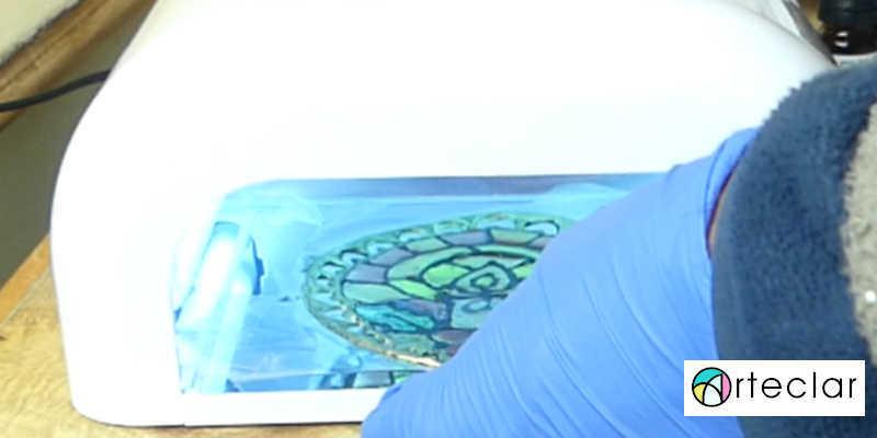 Metiendo Vidriera en Lámpara UV