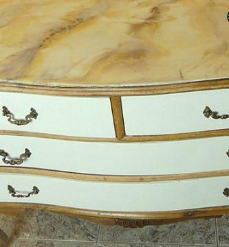 Cubierta epoxi de resina en mueble restaurado